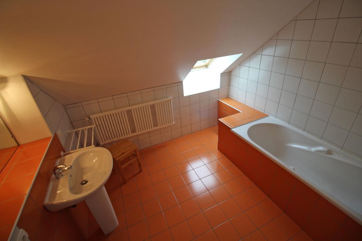 salle-de-bain-chambre-orange-2