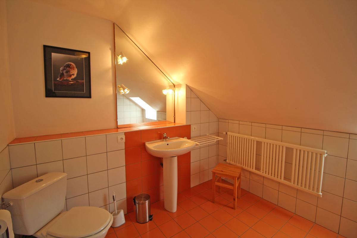 salle-de-bain-chambre-orange